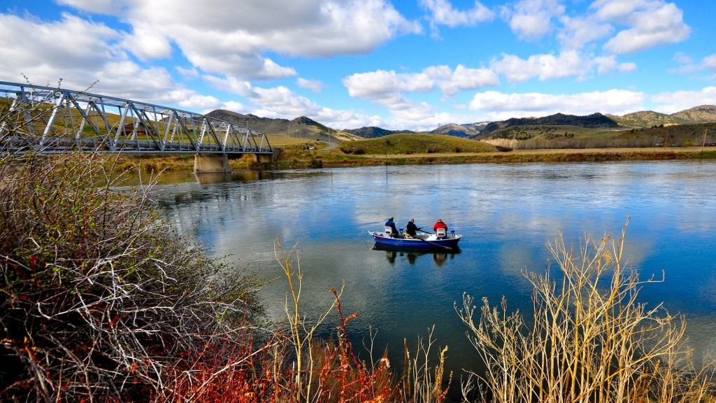 Book your 2019 Missouri River Lodging and Guides
